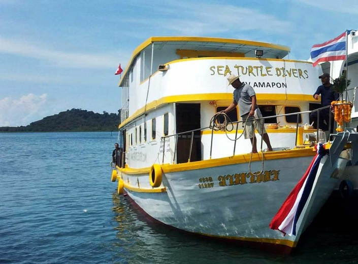 Our live-aboard M/V Amarpon can take you to some of the best dive sites of the world