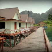 Khao Sok Nationalpark - Floating bungalows on the Cheow Lan Lake