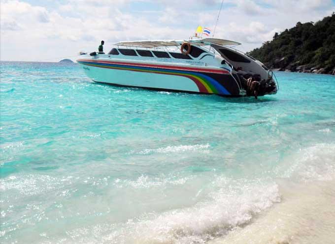 Mit Hoch-Geschwindigkeit zu den Similan Islands, Fahrzeit ca. 1,5 Stunden.